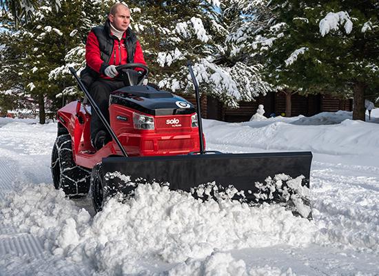 Rasentraktoren | AL-KO Rasentraktor mit Schneeschild zum Schneeräumen